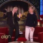 Cate Blanchett condivide l'Oscar con il pubblico dell'Ellen Show