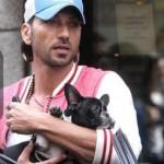 """Costantino Vitagliano e la nuova """"amica"""".  In centro con Tara, cucciola di bulldog"""